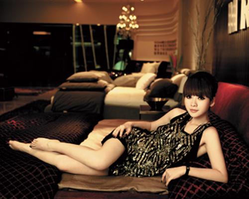 """美女明星秀家居 柳岩:家是一个""""黑洞"""""""