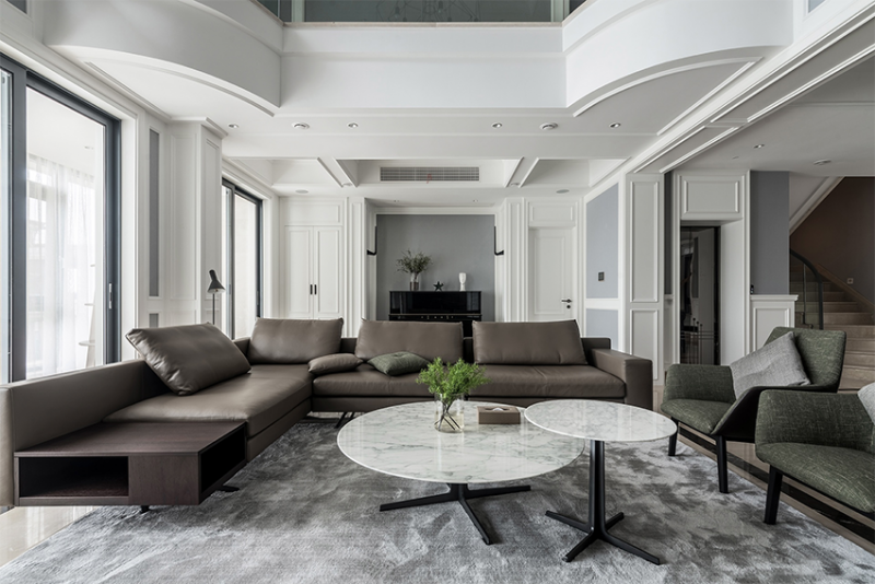 320m²现代简约美式经典的黑白灰,厨房开传菜口、做U形高低台